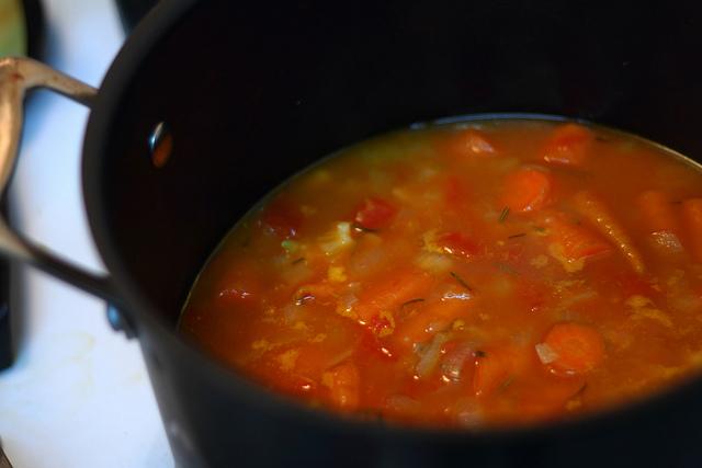 夜はバリエーションをきかせた野菜スープを食べよう