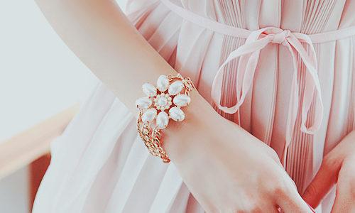 テラクオーレのダマスクローズ ハンドクリームで美しい手に。