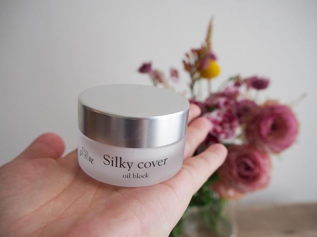 silkycover-oilblock-hand